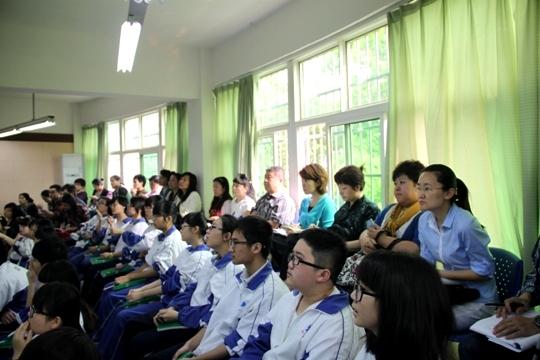 二中学观看湖南花鼓戏《小姑贤》